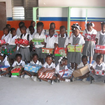 goup-of-children-with-gifts